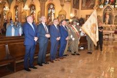 2.-goscie-przed-oltarzem-od-lewej-Franciszek-Piwowarczyk-Ryszard-Bąk-Bogdan-Chmielewski-i-konsul-Mateusz-Gmura-2-1