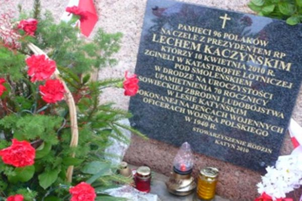 History of a commemorative plaque devoted to the victims of the Smolensk Disaster