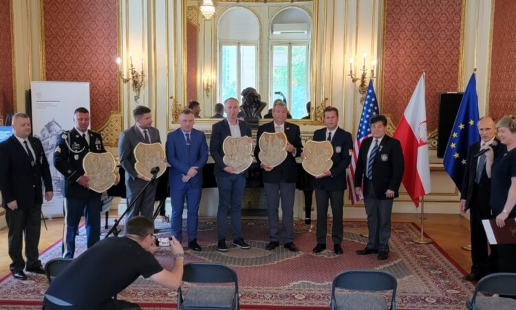 On Thursday, a special celebration was held in the Polish consulate in New York. The event concerned the admission of sergeant Speck to the Polish Army Veterans' Association in America. The Veterans' Association, SWAP, is a more than 100-year old Polish organization launched by Polish Americans who contributed to the gift for Polish independence in General Heller's army. SWAP cherishes these traditions and brings together all Polish American veterans.